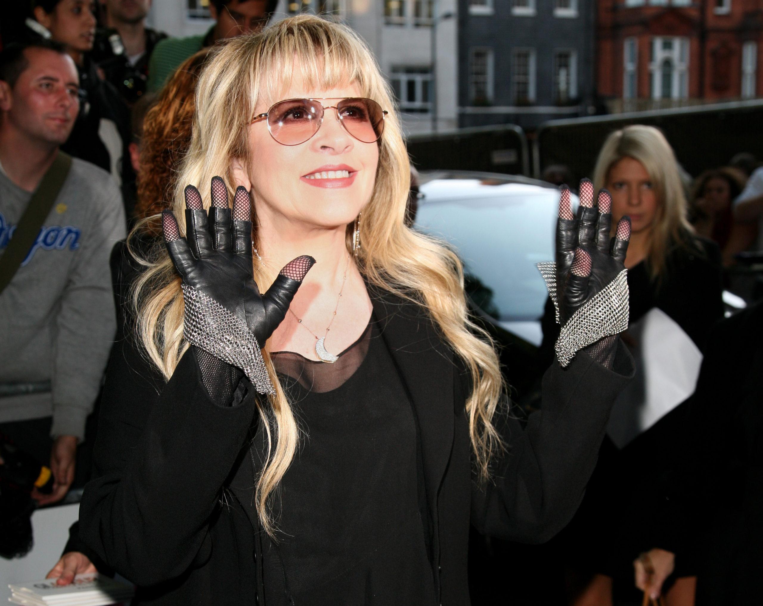 Top-10-Female-Rock-Singers-
